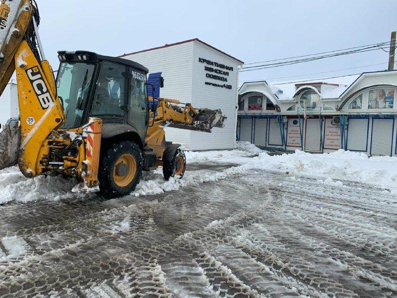 """Засыпало снегом: на одесском рынке """"7 километр"""" работает много спецтехники, - ФОТО , фото-6"""