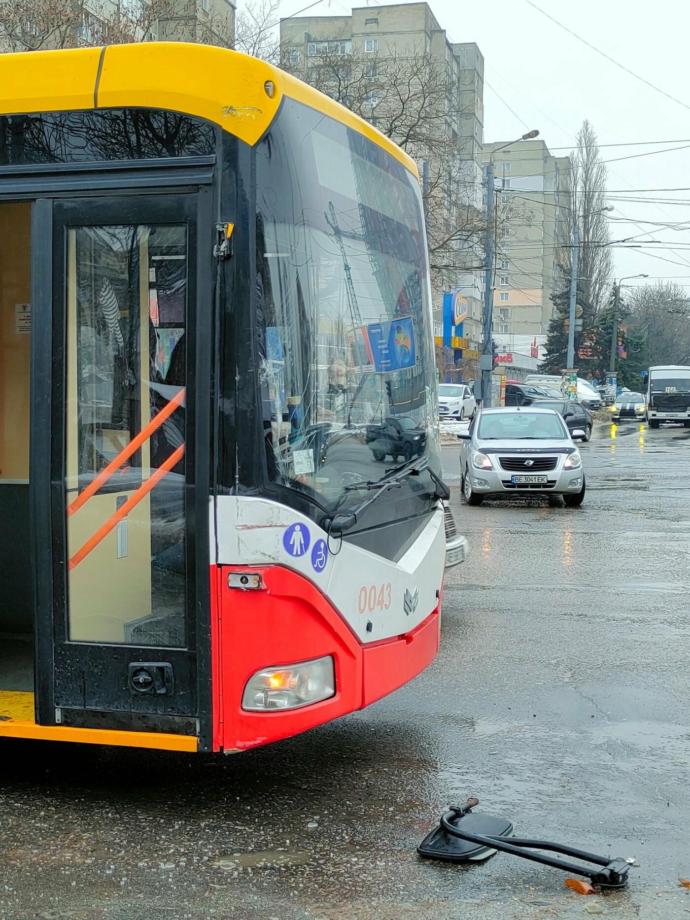 Курьезное ДТП в Одессе: столкнулись трамвай и троллейбус, -..., фото-33