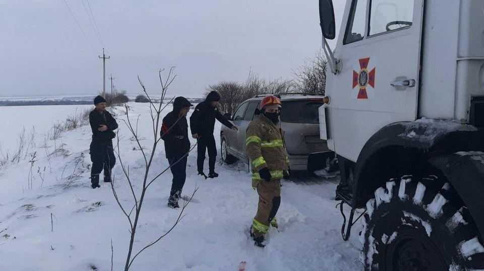 Вез продукты и застрял: спасатели доставали автомобиль из с..., фото-22