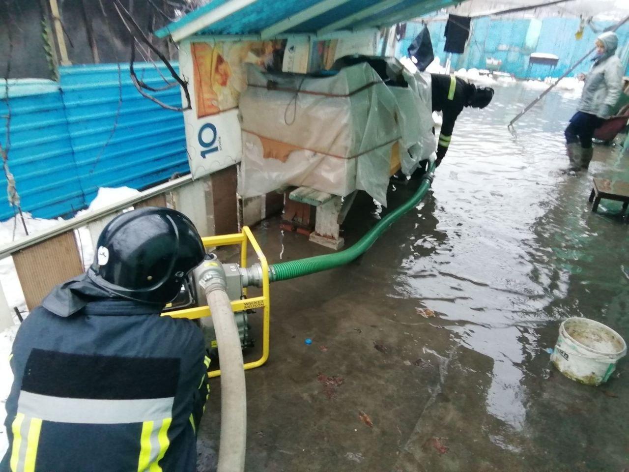 В Одессе дом из-за дождя и снега частично ушёл под воду, - ФОТО, фото-2
