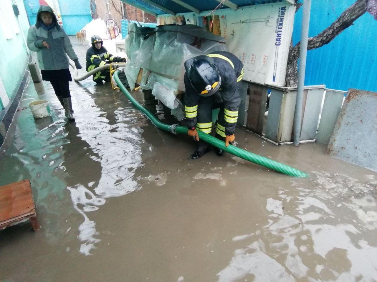 В Одессе дом из-за дождя и снега частично ушёл под воду, - ФОТО, фото-3