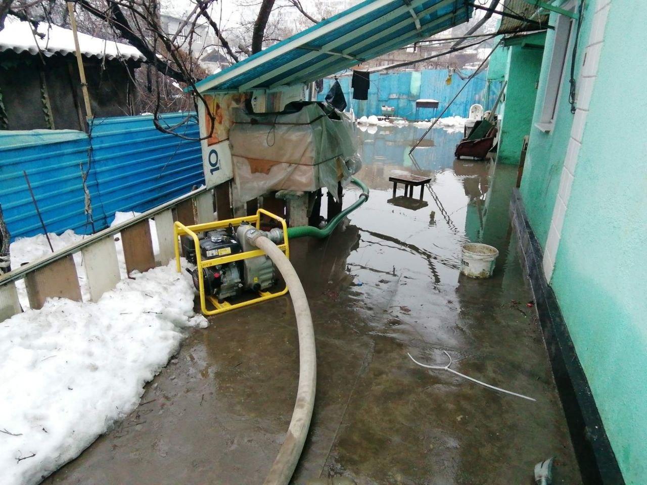 В Одессе дом из-за дождя и снега частично ушёл под воду, - ФОТО, фото-4