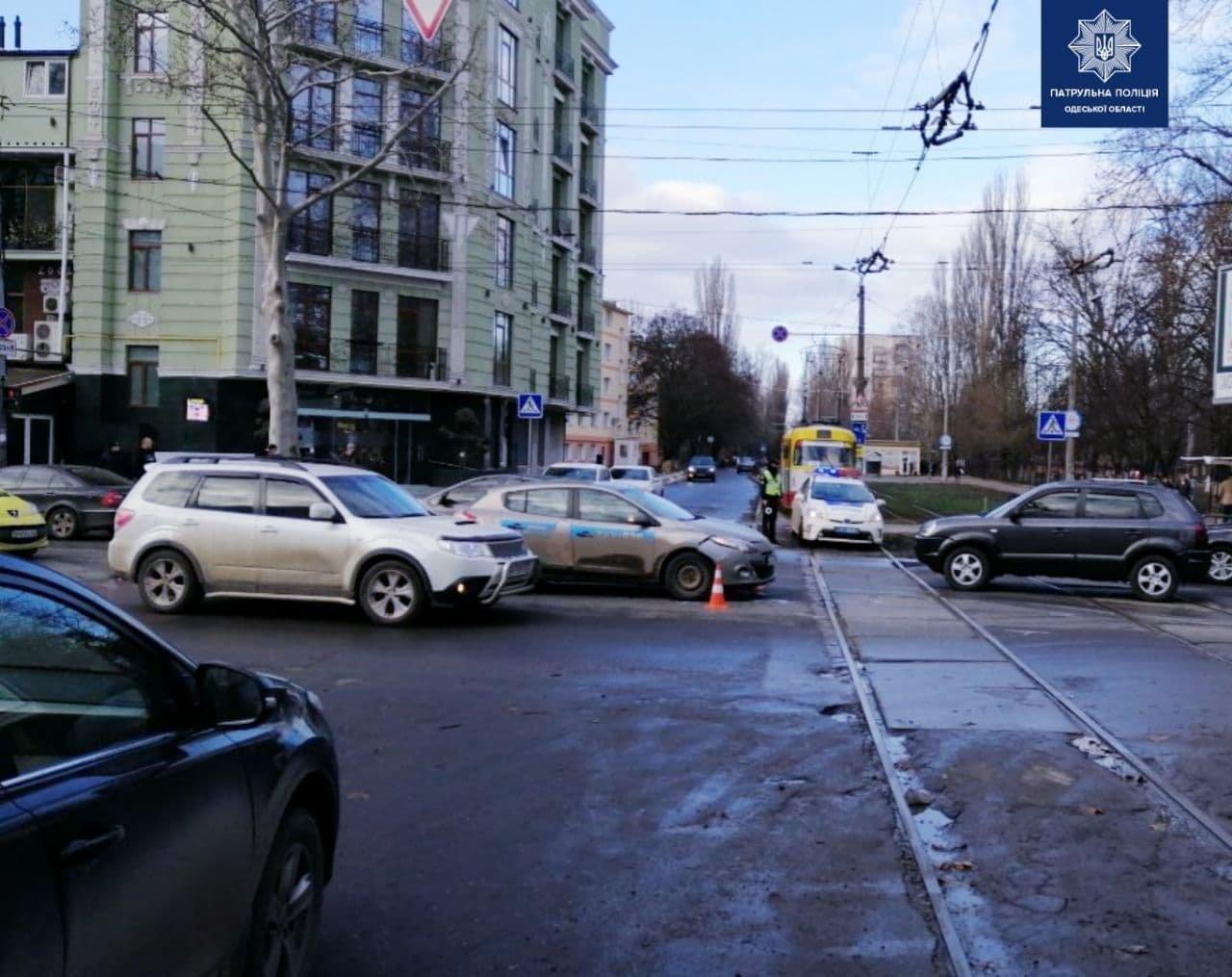 В Одессе по вине пьяного водителя столкнулись Renault и ВАЗ..., фото-22