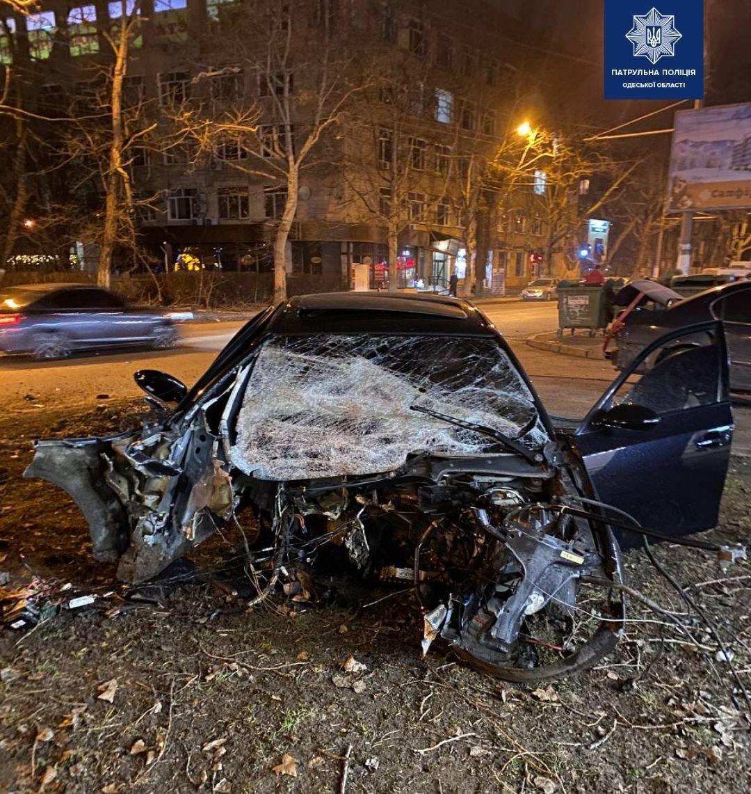 Жесткое ДТП в Одессе: от удара взорвался автомобиль, ФОТО, фото-1
