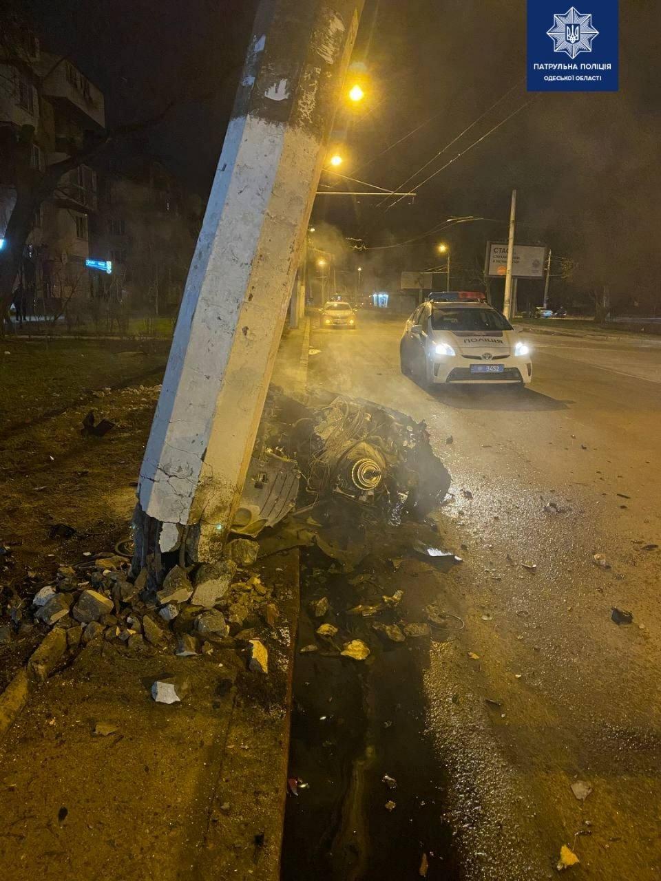 Жесткое ДТП в Одессе: от удара взорвался автомобиль, ФОТО, фото-2