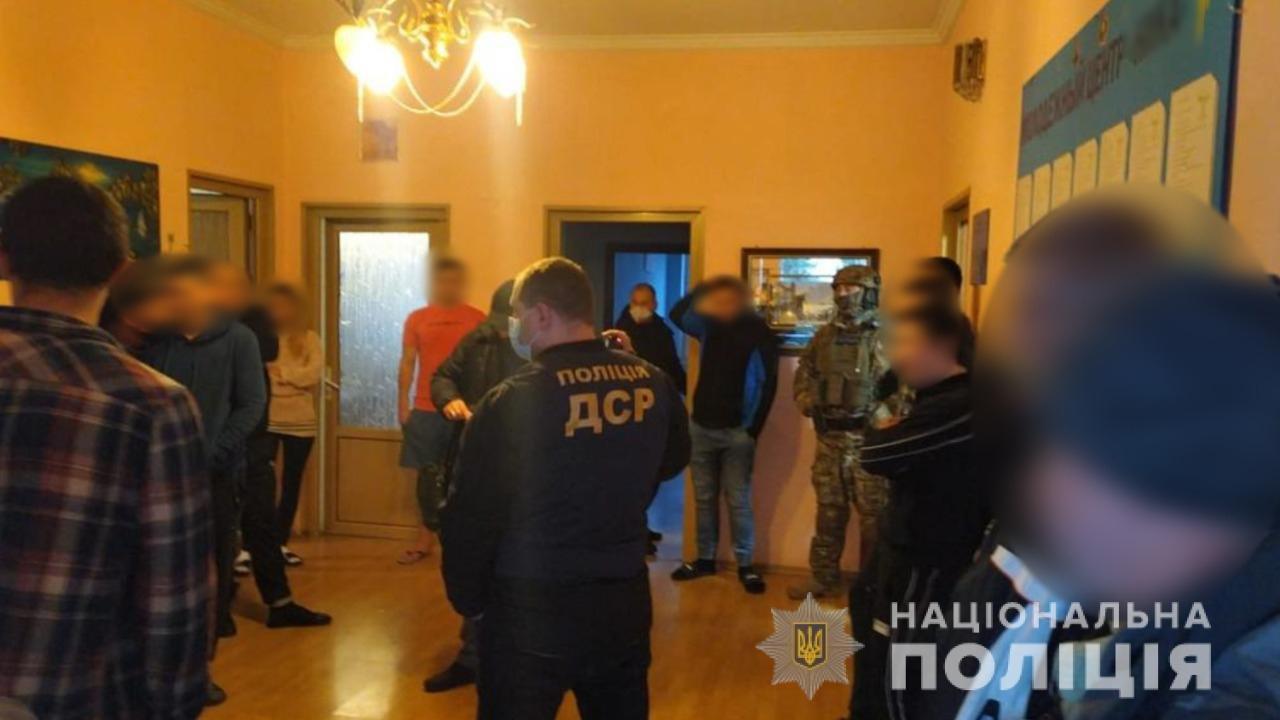 """В Одессе """"накрыли"""" реабилитационный центр, где в ужасных условиях насильно удерживали людей, - ВИДЕО, фото-1"""