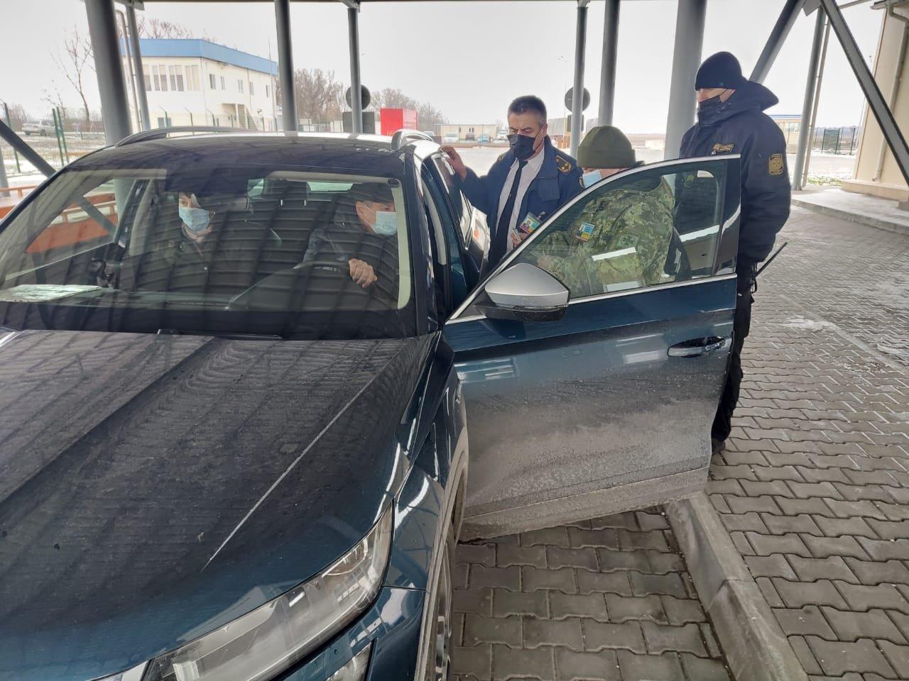 Первый автомобиль отправился в Румынию через паромный пункт пропуска в Одесской области, - ФОТО, фото-1