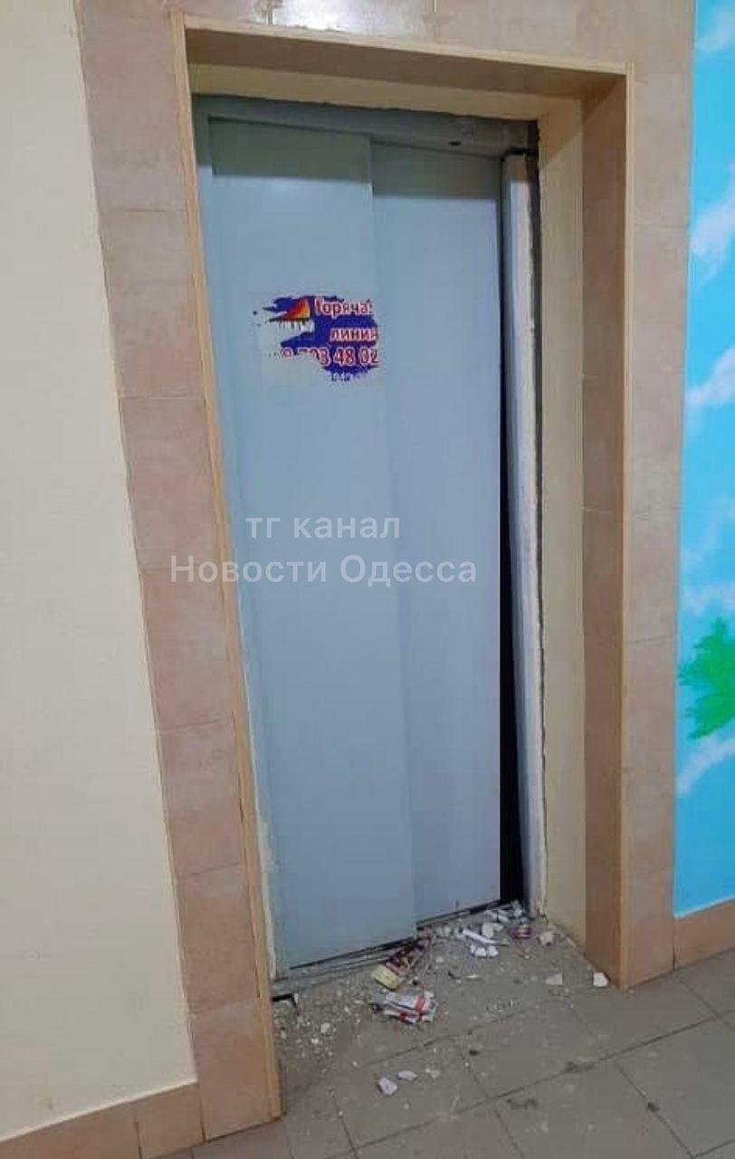 В Одессе в жилом доме упал лифт, - ФОТО, фото-1