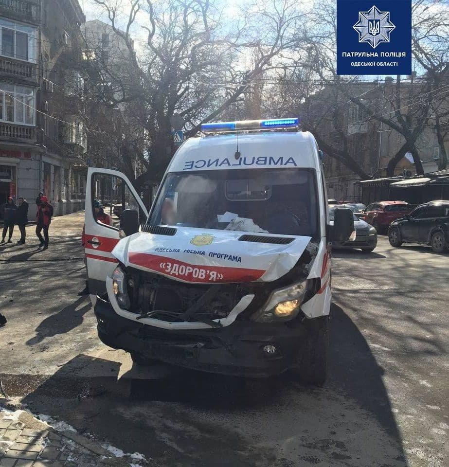В центре Одессы скорая столкнулась с BMW, - ФОТО, фото-1
