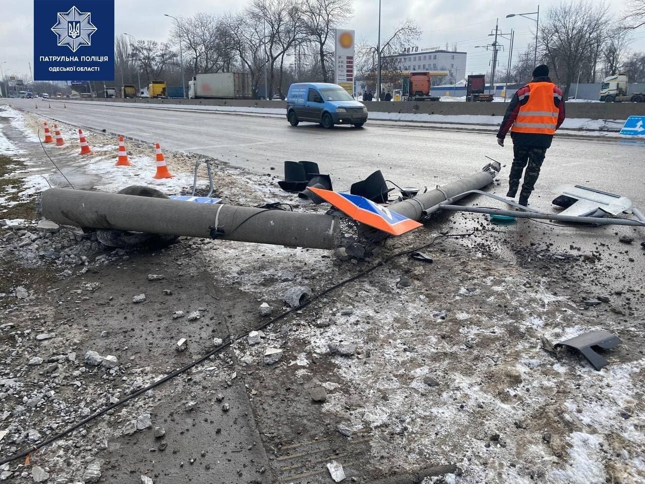 Под Одессой автомобиль врезался в столб, водителя госпитализировали,  - ФОТО, фото-3