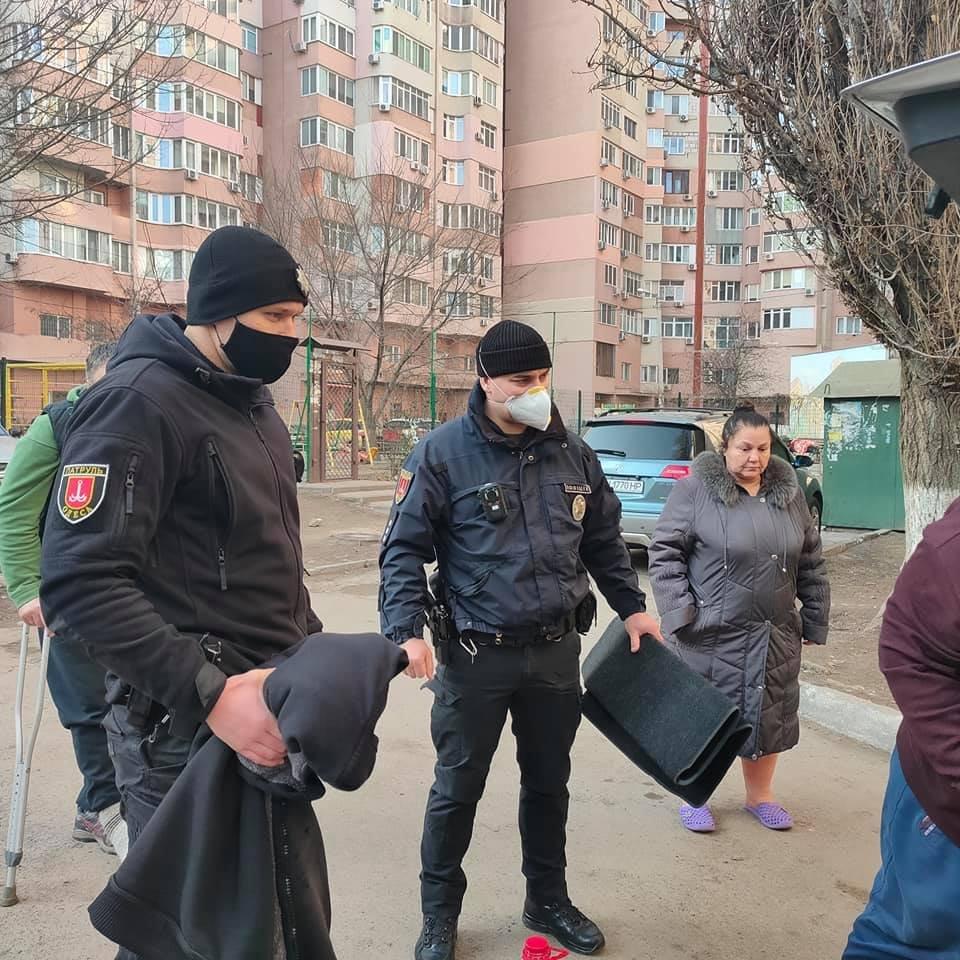 В Одессе с балкона выбросили собаку, - ФОТО, ОБНОВЛЕНО, фото-3