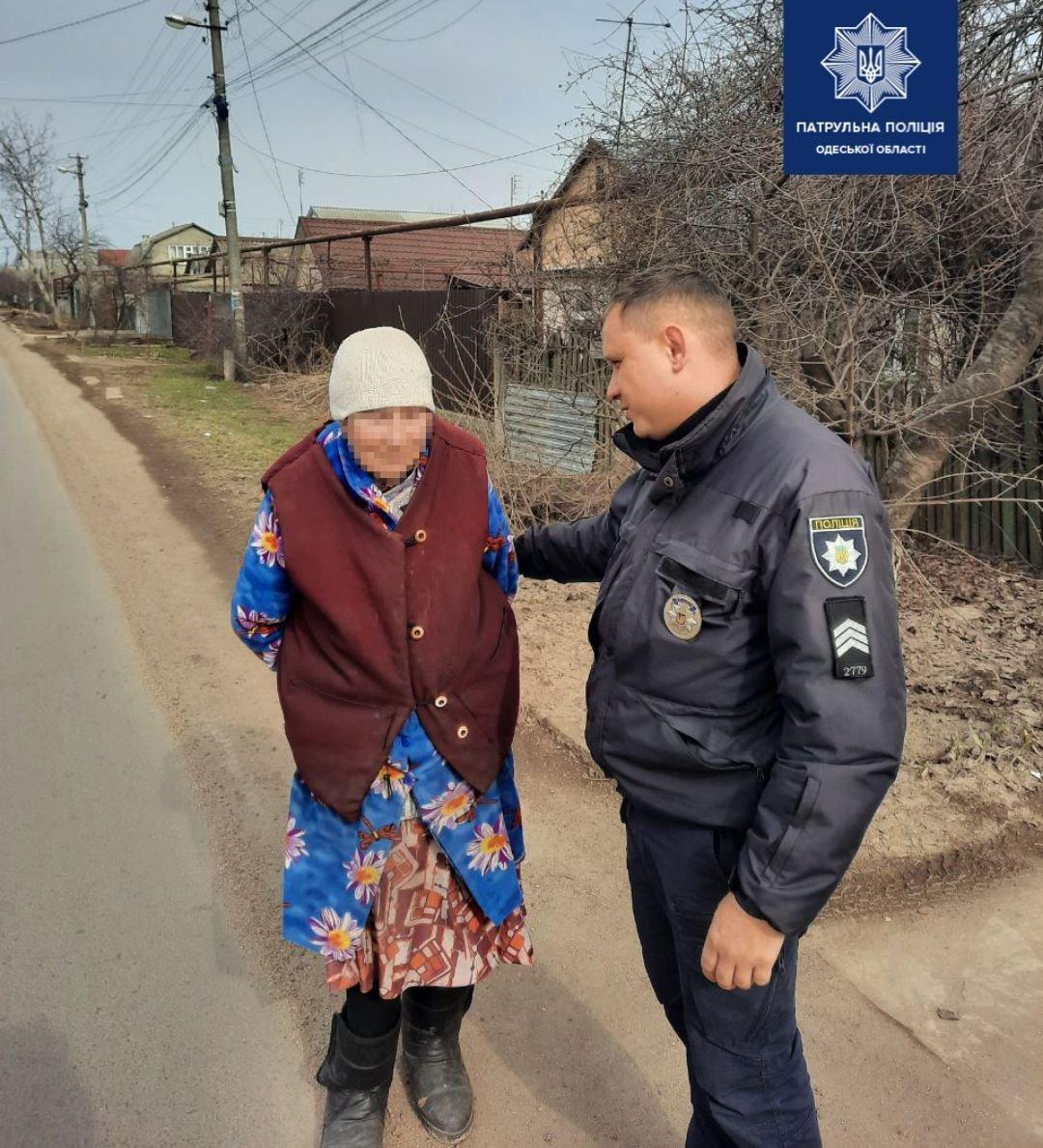 В Одессе патрульные вернули пропавшую бабушку родственникам, - ФОТО, фото-1