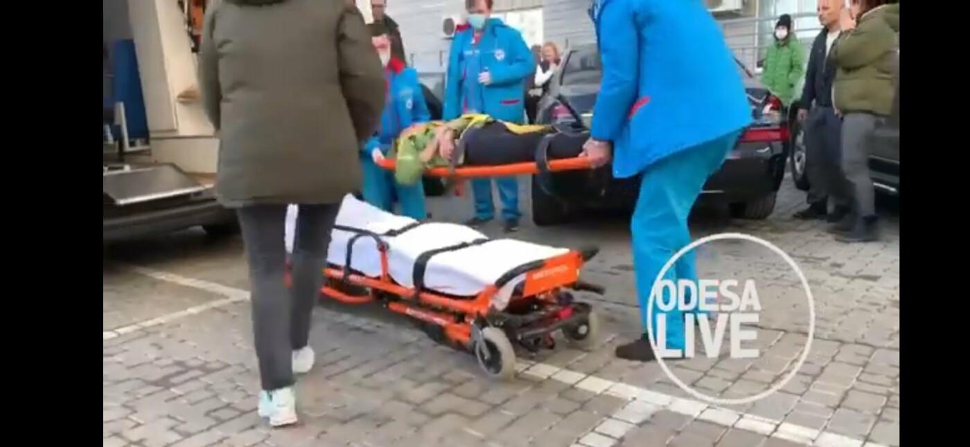 В Одессе мужчина выпрыгнул с 23 этажа и приземлился на машину, - ФОТО, ВИДЕО, фото-2