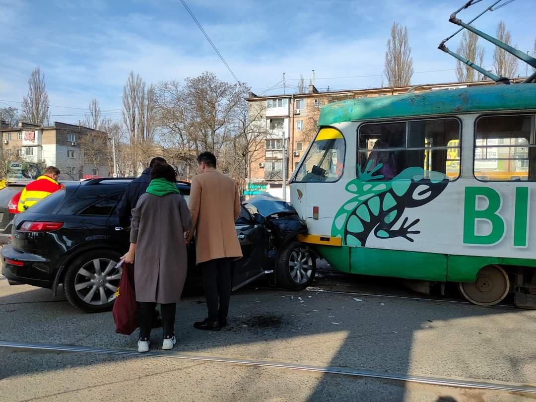 "В Одессе столкнулись трамвай и ""Infinity"", - ФОТО, фото-3"