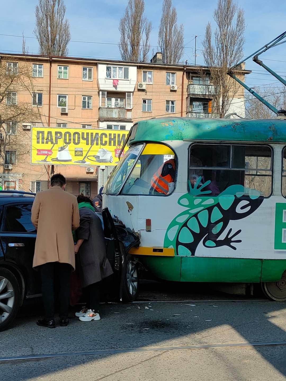 "В Одессе столкнулись трамвай и ""Infinity"", - ФОТО, фото-2"