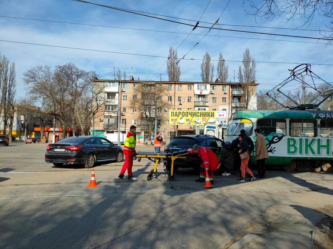 "В Одессе столкнулись трамвай и ""Infinity"", - ФОТО, фото-1"