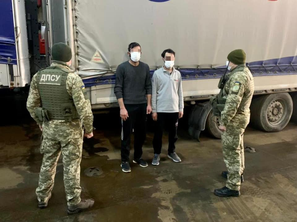 В порту Черноморска задержали сирийцев-нелегалов, - ФОТО, фото-2
