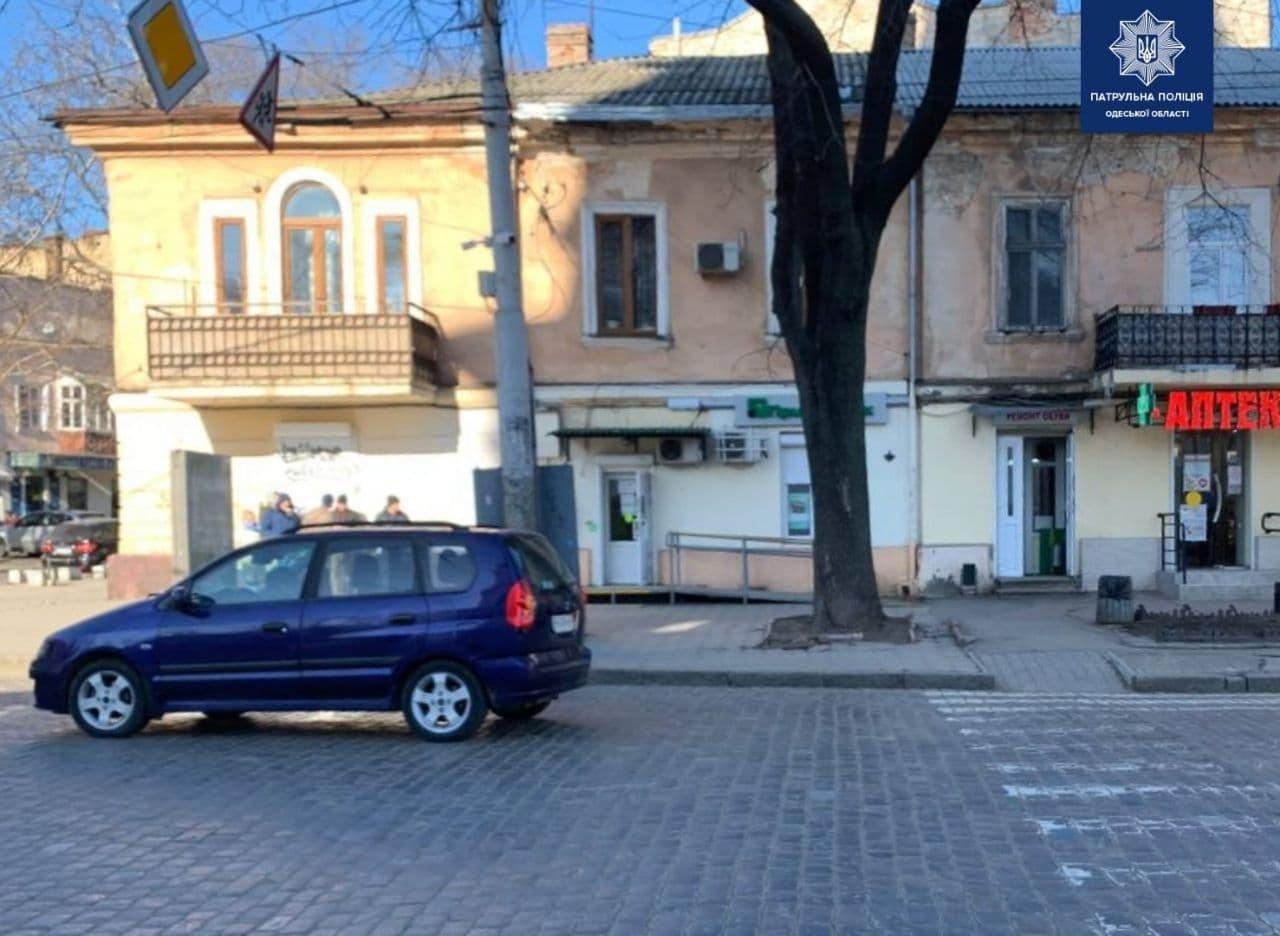 В центре Одессы автомобиль сбил девушку прямо на зебре, - ФОТО, фото-1