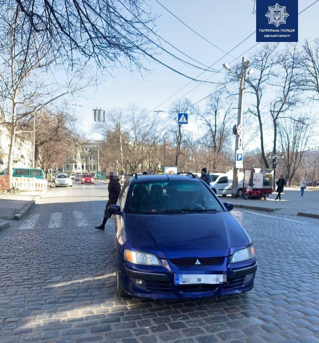 В центре Одессы автомобиль сбил девушку прямо на зебре, - ФОТО, фото-2