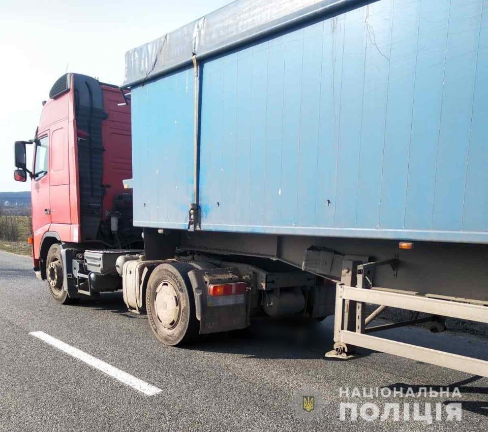 Смертельное ДТП в Одесской области: грузовик сбил мужчину, - ФОТО, фото-1