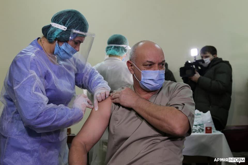 В Одессе прививку от Covid-19 получили медики военного госпиталя, - ФОТО, фото-3