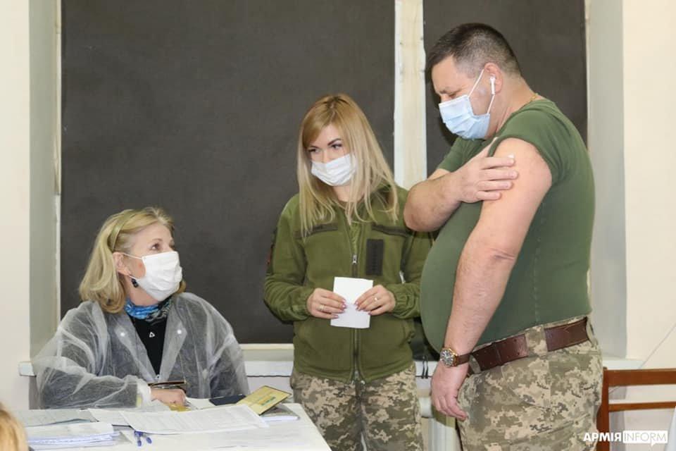 В Одессе прививку от Covid-19 получили медики военного госпиталя, - ФОТО, фото-5