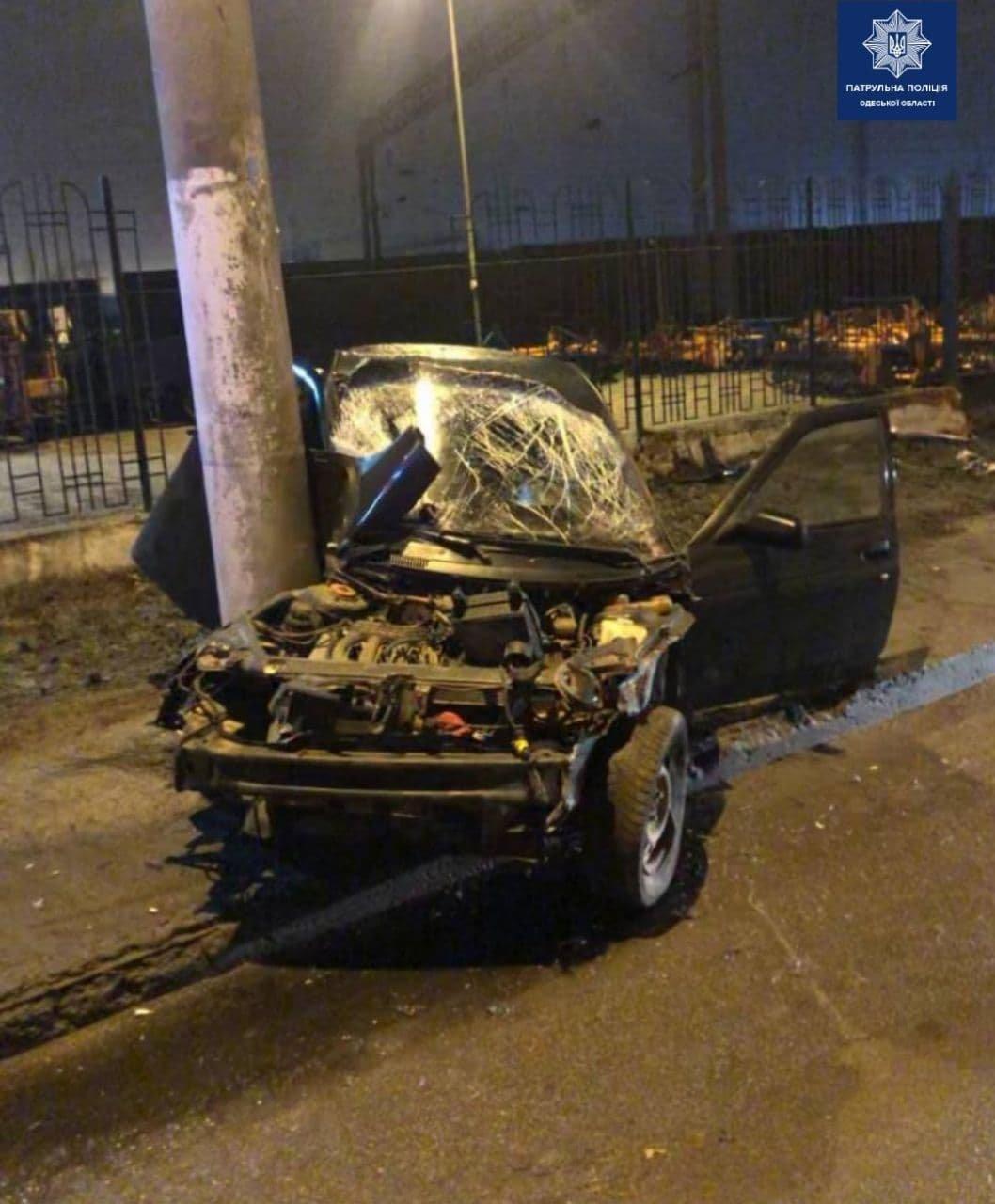 В Одессе пьяный водитель врезался в электроопору, - ФОТО, фото-1