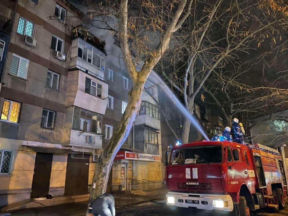 В Одессе в пятиэтажном доме загорелась квартира, - ФОТО, фото-2