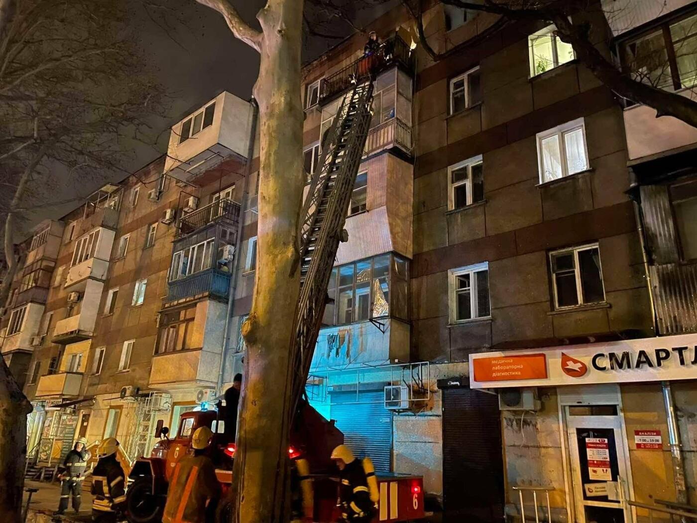 В Одессе в пятиэтажном доме загорелась квартира, - ФОТО, фото-1