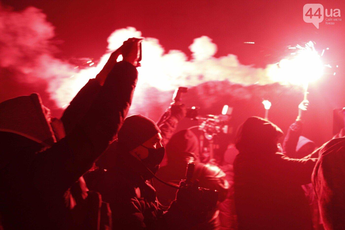 Дым, фейерверки и исписанные стены: как в Киеве прошла акция в поддержку Сергея Стерненко, - ФОТО, ВИДЕО, фото-2, ФОТО: 44.ua