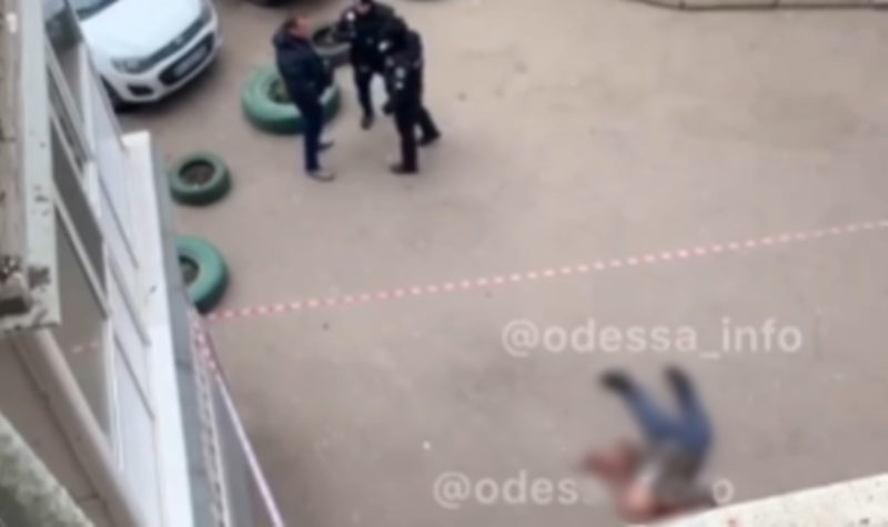 В Одессе мужчина выпрыгнул с балкона на 13 этаже, - ФОТО, ВИДЕО , фото-1