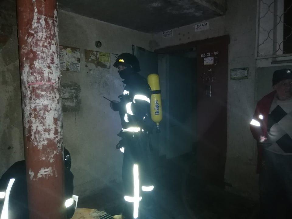 Эвакуировали 20 человек: в Одессе пожарные ночью боролись с огнём, - ФОТО, фото-1