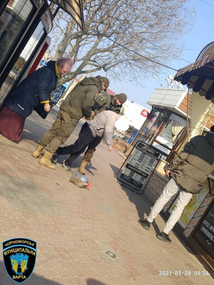 Нашли на тротуаре: в Одесской области спасли жизнь пожилому мужчине, - ФОТО, фото-1