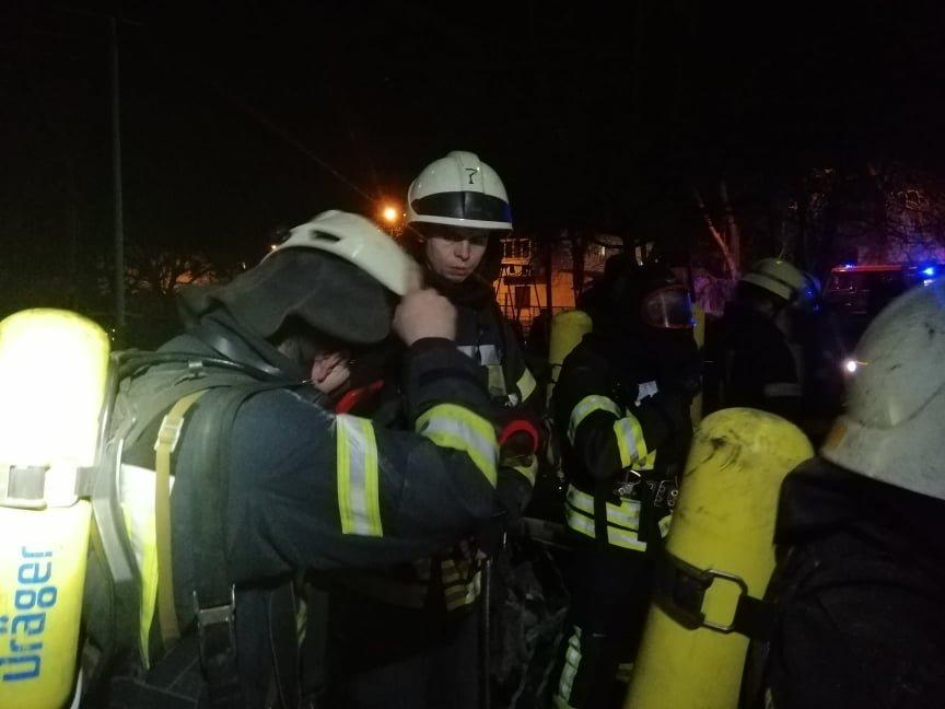 Эвакуировали 20 человек: в Одессе пожарные ночью боролись с огнём, - ФОТО, фото-2