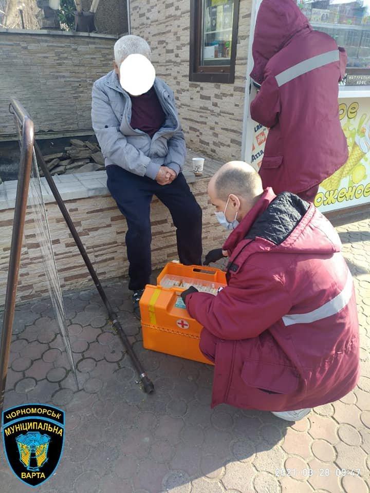 Нашли на тротуаре: в Одесской области спасли жизнь пожилому мужчине, - ФОТО, фото-3