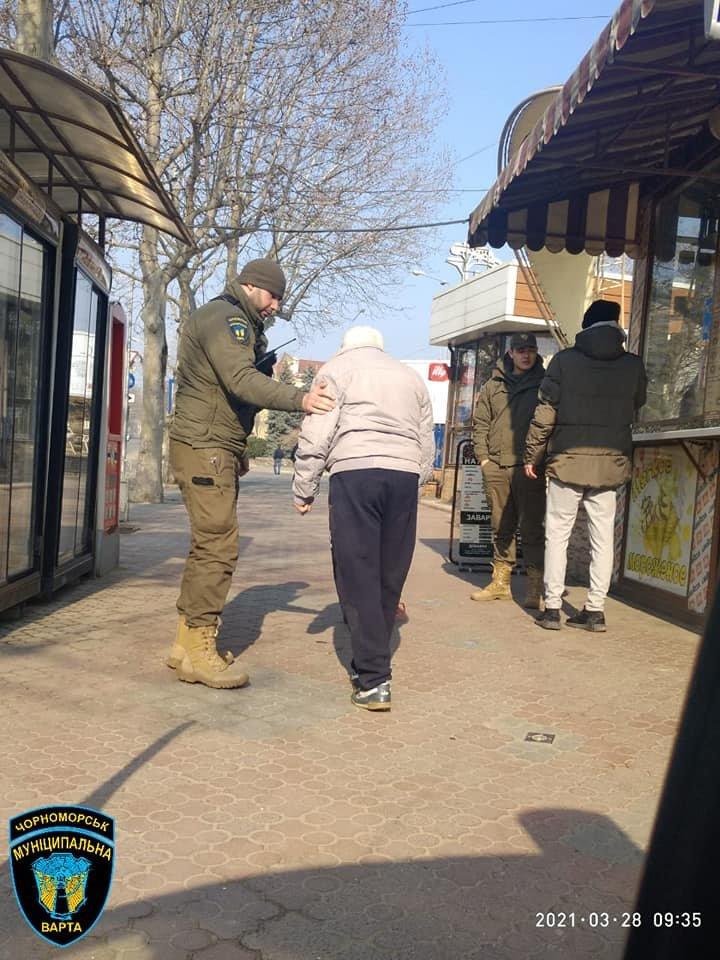 Нашли на тротуаре: в Одесской области спасли жизнь пожилому мужчине, - ФОТО, фото-4