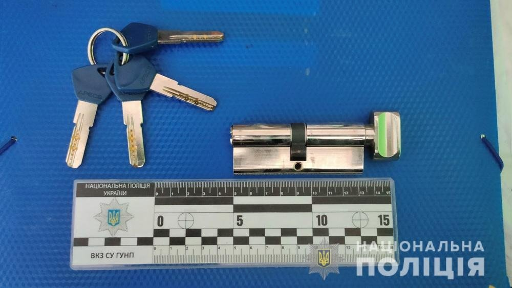 Проникли в квартиру и угрожали ножом: в Одесской области задержали грабителей, - ФОТО, фото-2