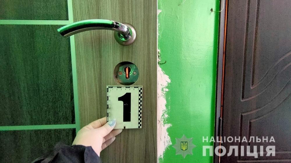 Проникли в квартиру и угрожали ножом: в Одесской области задержали грабителей, - ФОТО, фото-1
