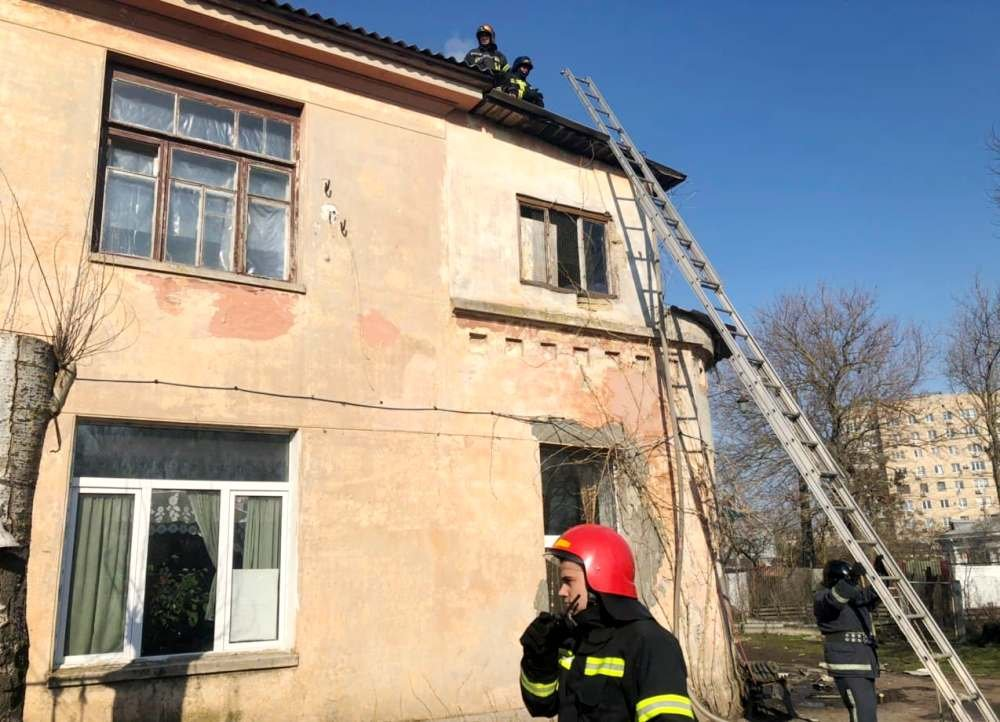 В Одессе горела крыша Горзелентреста, - ФОТО, фото-2