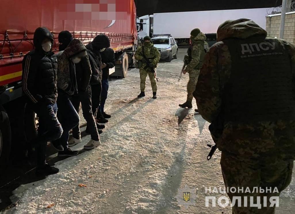 Переправляли нелегалов через границу: злоумышленники из Одесской области предстанут перед судом, фото-3
