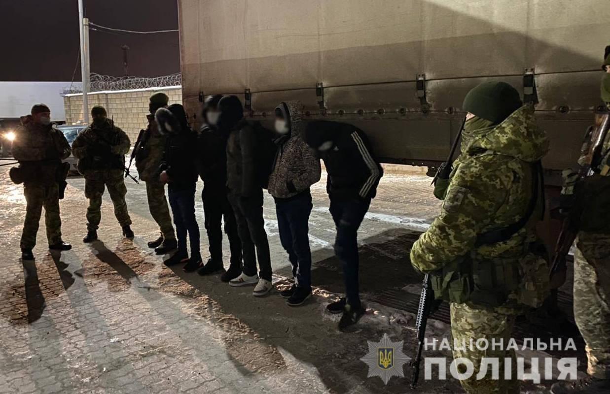 Переправляли нелегалов через границу: злоумышленники из Одесской области предстанут перед судом, фото-2
