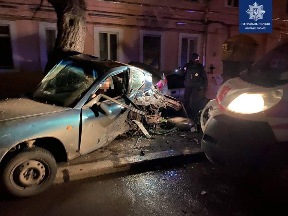 В ночном ДТП в Одессе пострадал пассажир скорой, - ФОТО, фото-2