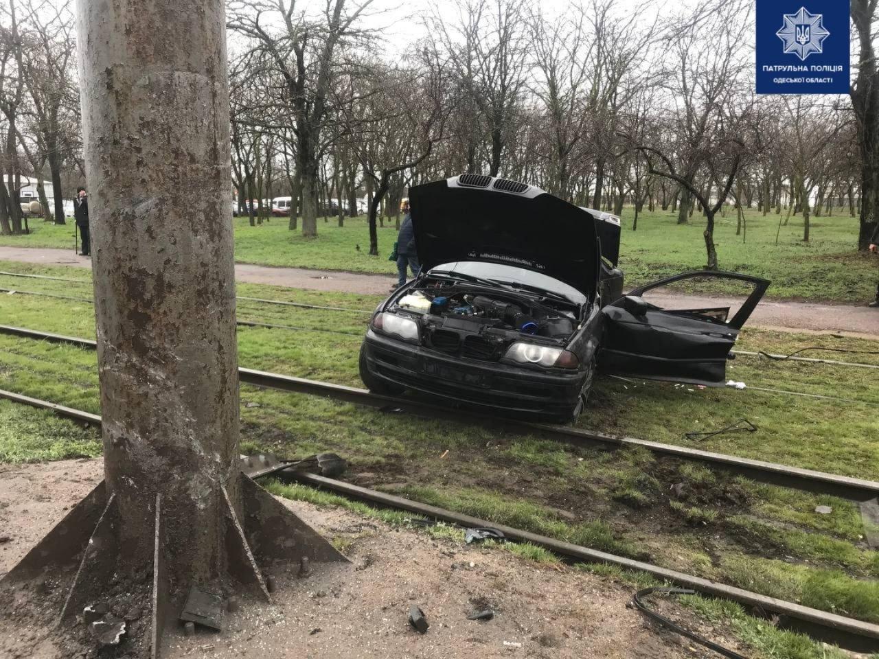 В Одессе на поселке машина влетела в столб , - ФОТО, фото-2