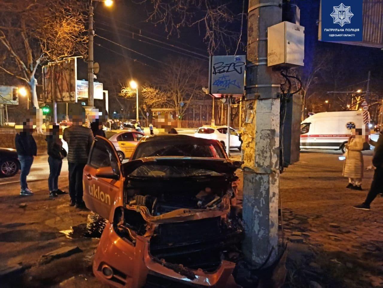 В Одессе произошло ДТП с участием такси: троих человек госпитализировали, - ФОТО, фото-2