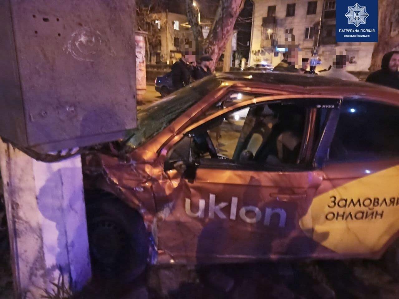 В Одессе произошло ДТП с участием такси: троих человек госпитализировали, - ФОТО, фото-1