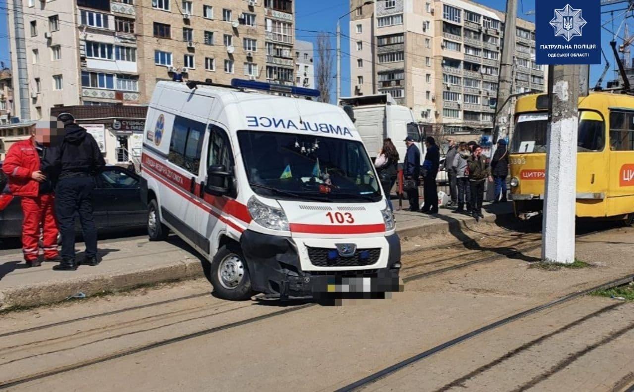 В Одессе автомобиль не пропустил скорую, - ФОТО, фото-2