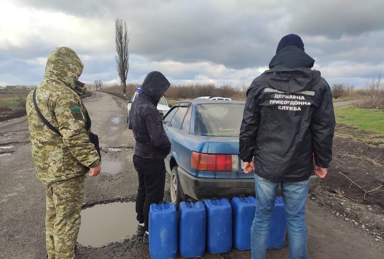 В Одесской области пограничники задержали автомобиль со ста литрами коньяка, - ФОТО, фото-1
