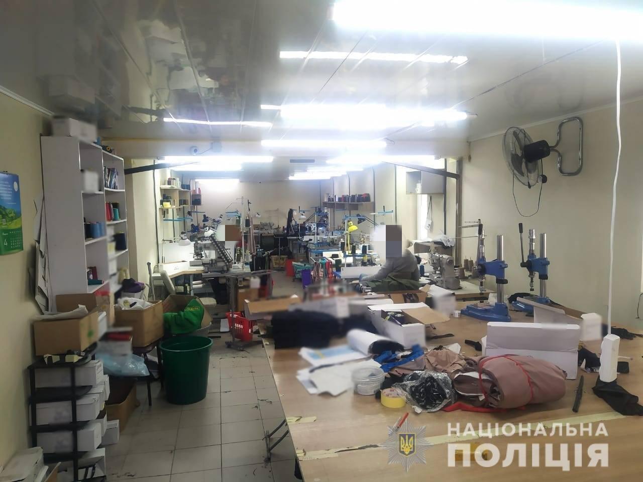 В Одессе разоблачили подпольный цех, в котором шили подделки под известные бренды , фото-1