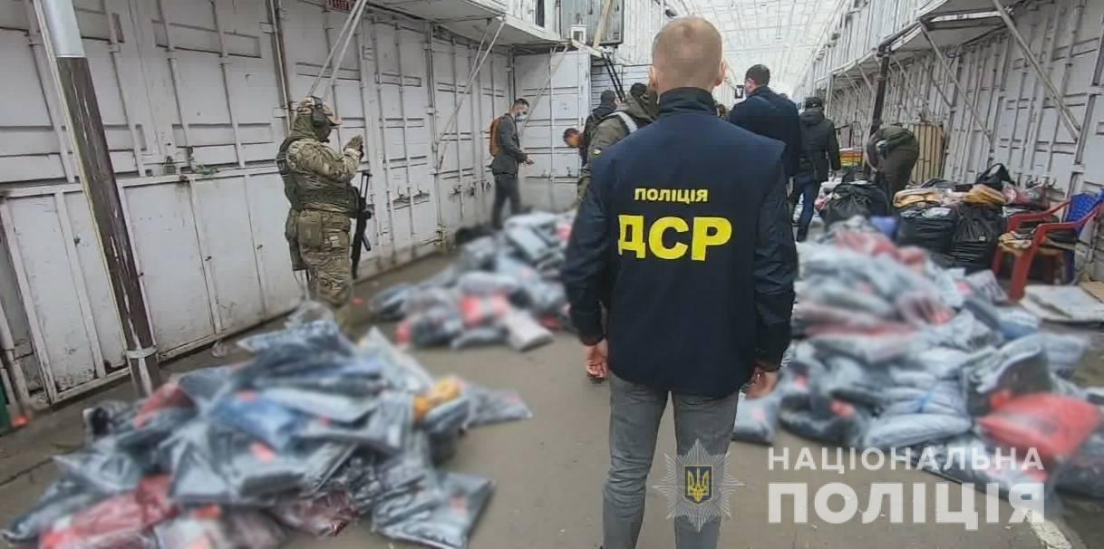 В Одессе разоблачили подпольный цех, в котором шили подделки под известные бренды , фото-2