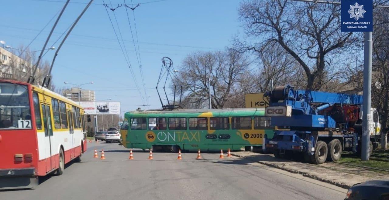 Есть пострадавшие: появились подробности ДТП с участием трамвая в Одессе, - ФОТО, ВИДЕО , фото-1